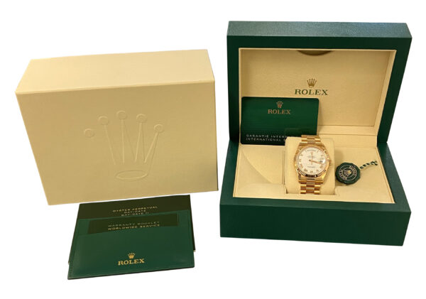 2021 Rolex Day-Date 118235 rose gold white dial